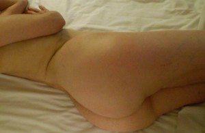 jag ligger naken i sängen